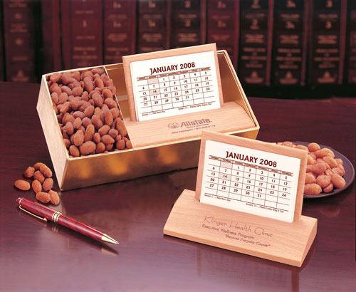 Picture of Hardwood Desk Calendar with Peanuts